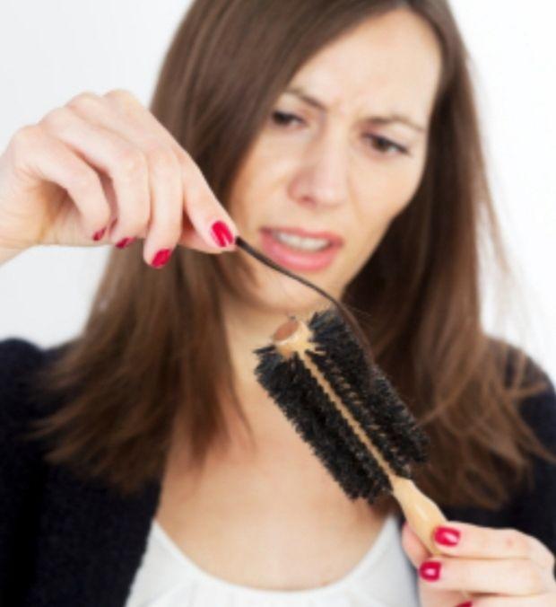 femme perds ses cheveux calvitie